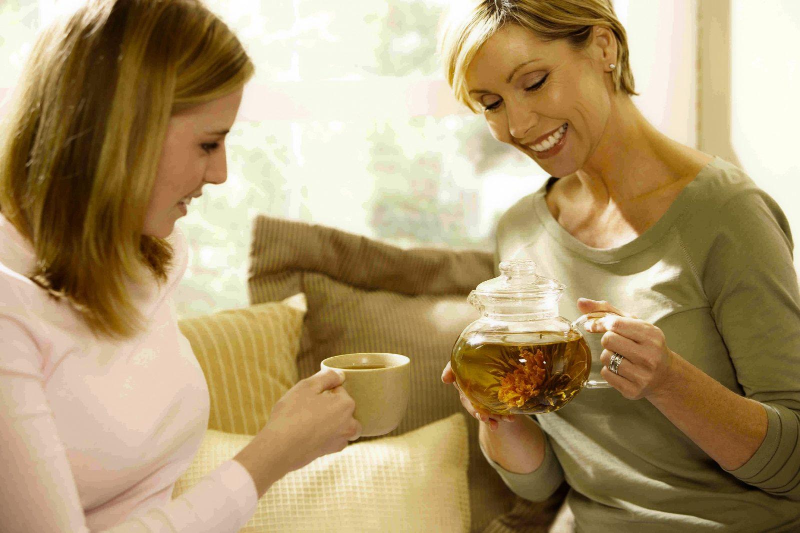 https://www.kleo.ru/img/articles/Good-morning-tea-with-friends.jpg