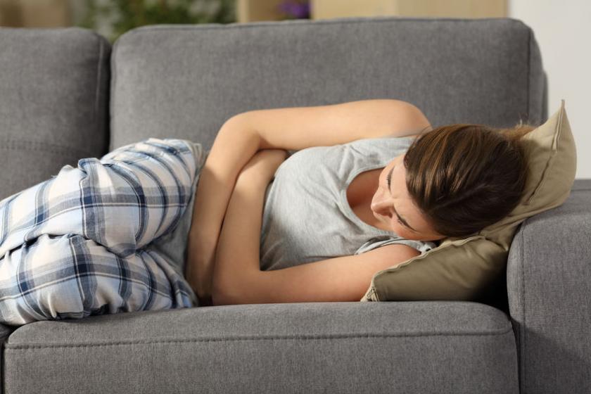 У женщины в начале беременности болит живот