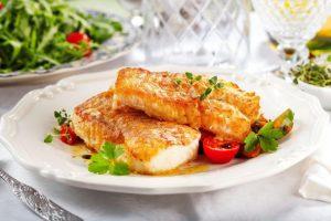 Запеченная треска - хороший вариант обеда при печеночной диете