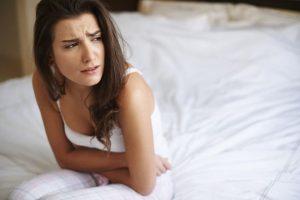 Женщина, страдающая диареей