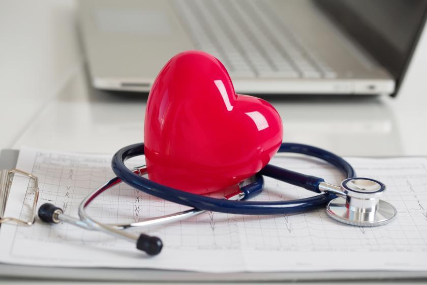 Человек во время обследования сердца