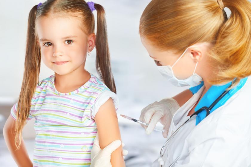 Девочке сделали прививку