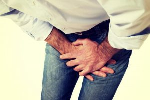Мужчина страдает эпидидимитом