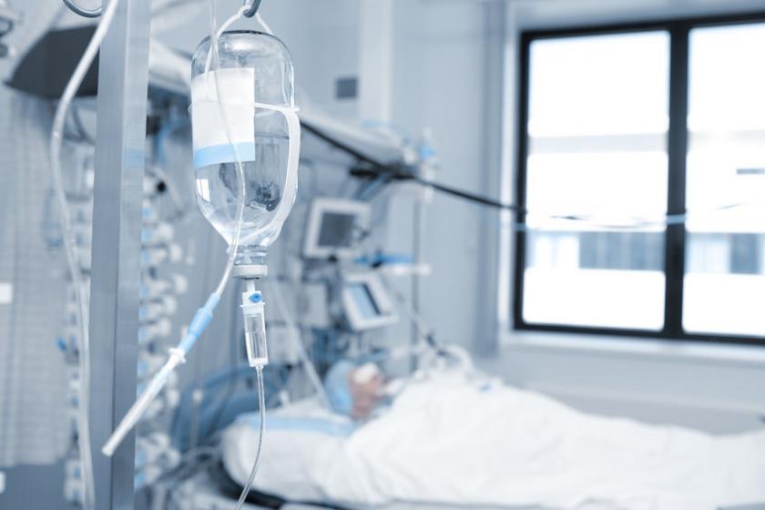 Пациент находится в фармакологической коме.