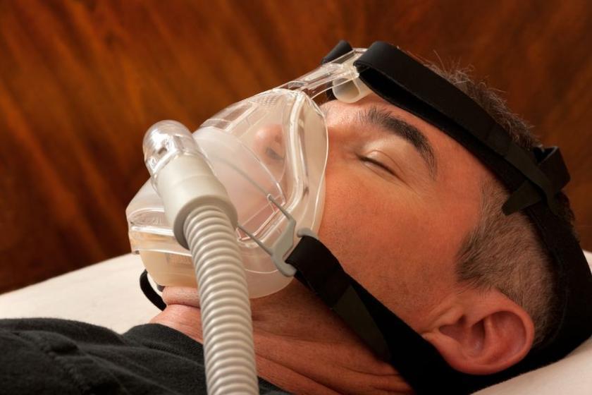 Пациент с проблемой апноэ во сне