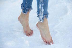 Синие ноги в снегу