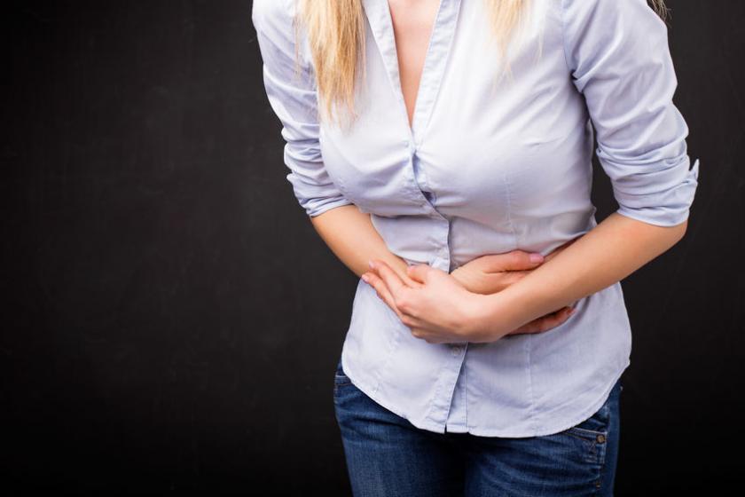 У женщины болит кишечник