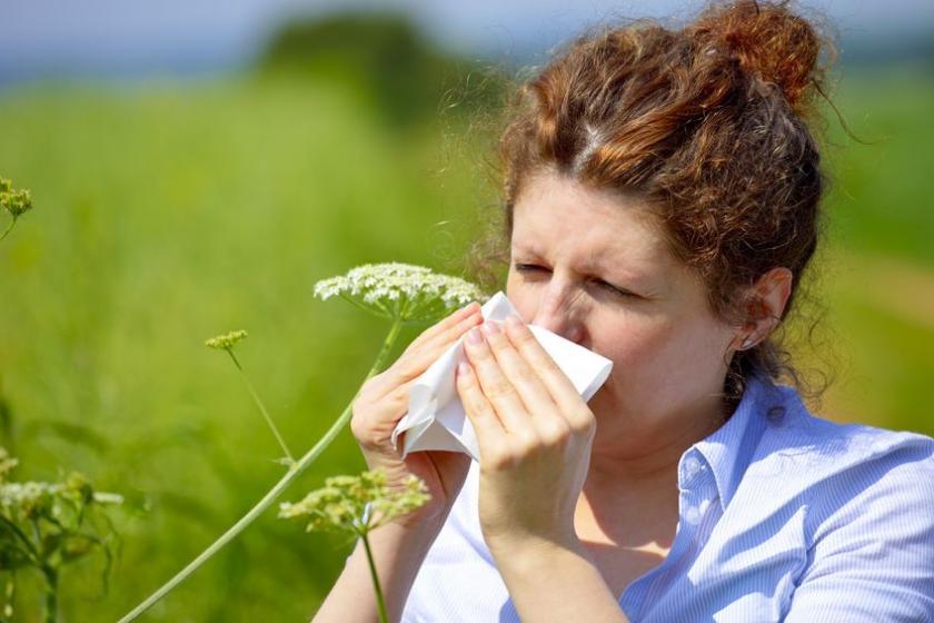 У женщины в мае сенная лихорадка
