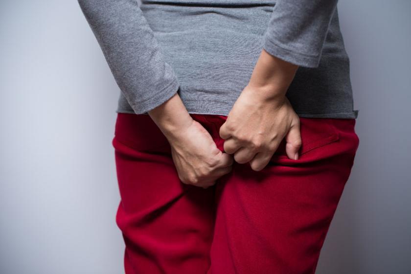 Женщина с проблемой жжения ануса
